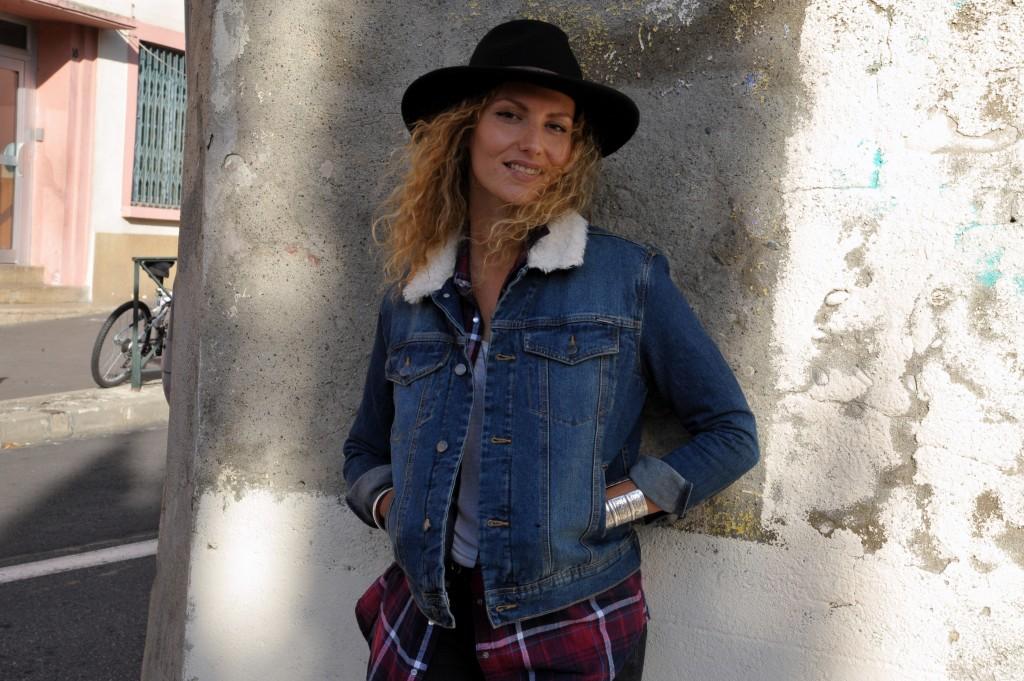 look automne chapeau veste jean denim jacket chemise à carreaux blog mode toulouse