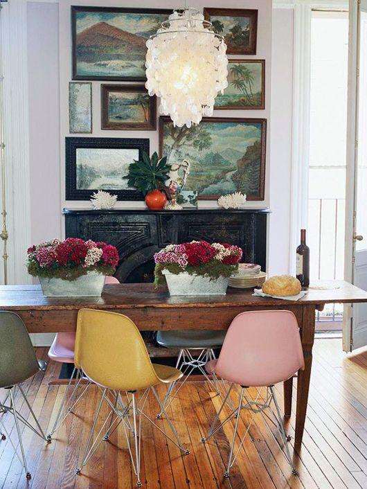 chaises pastel