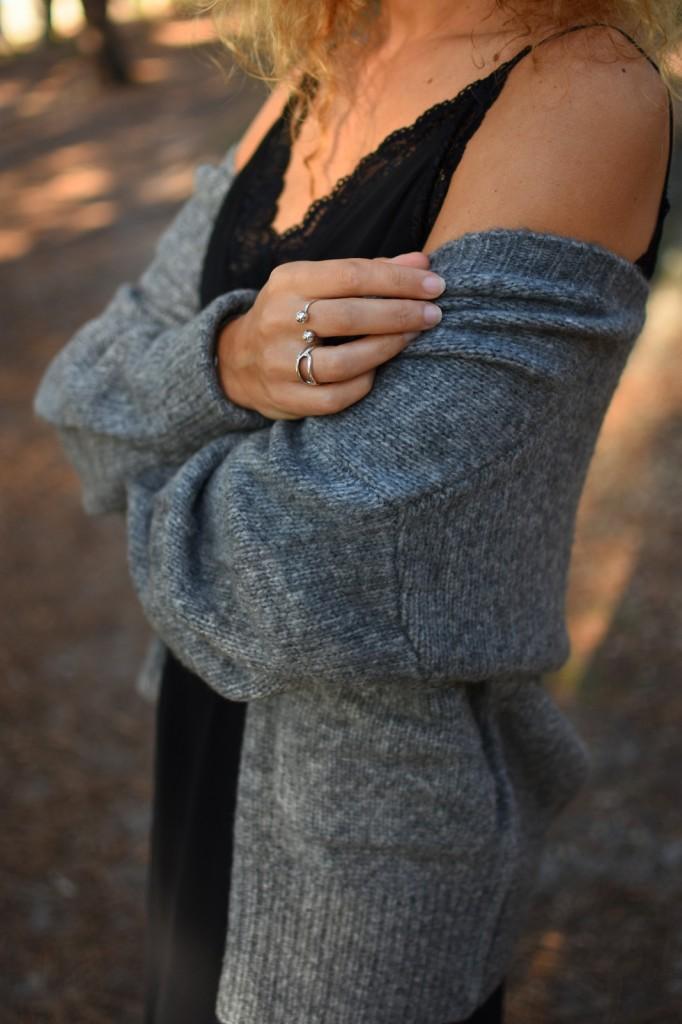 gilet-laine-gris-top-dentelle-noir