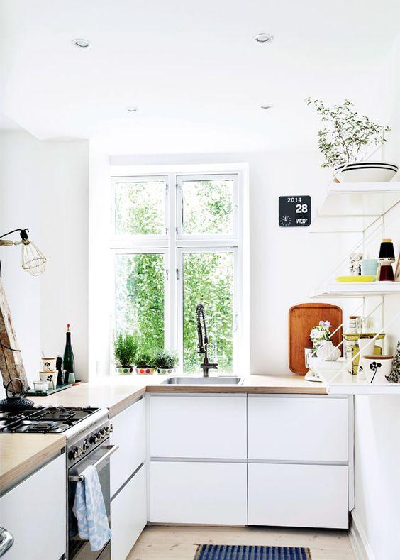 cuisine-blanche-plan-travail-bois