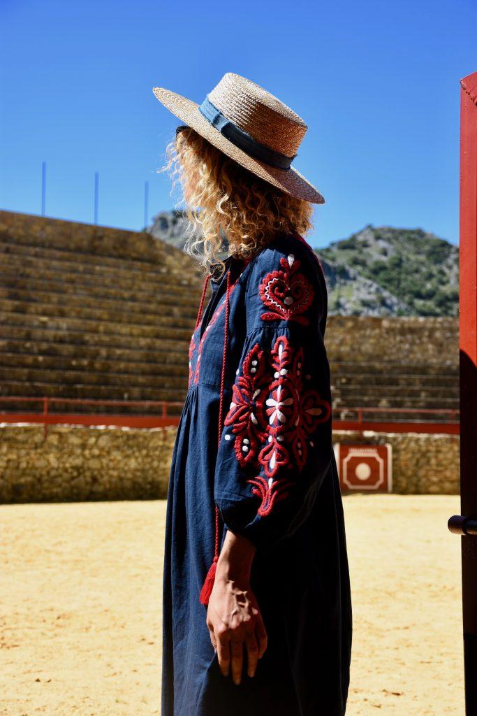 robe-brodée-bleu-rouge
