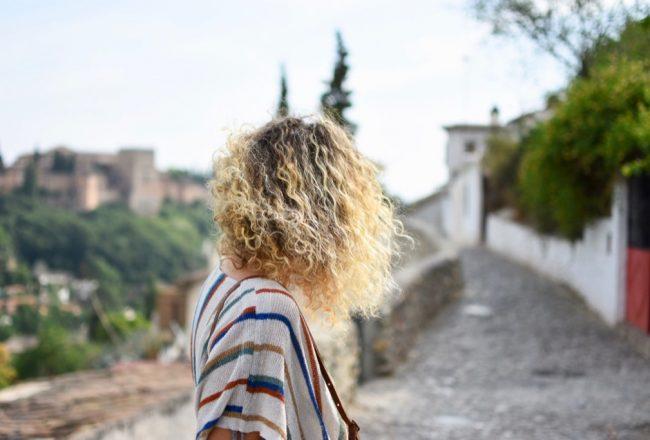 cheveux-bouclés-blonds