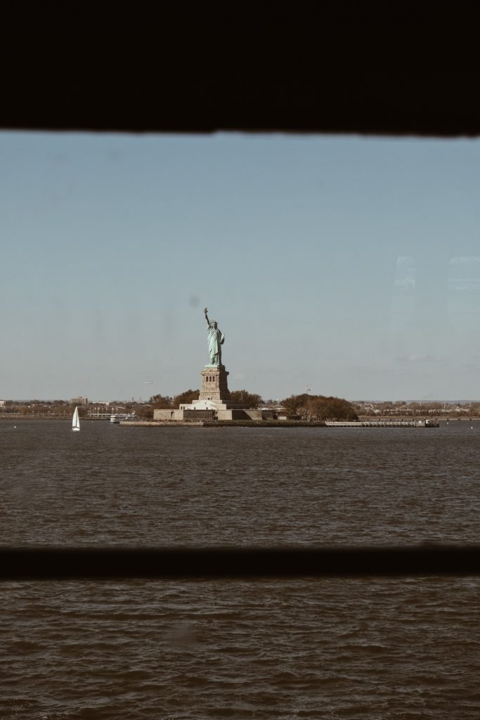 statut-liberté-ferry-gratuit