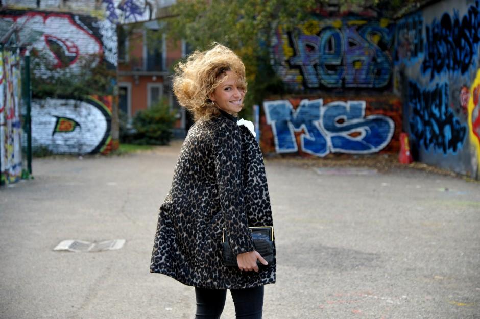 manteau léopard chemise jabot look rock 70's outfit blog mode